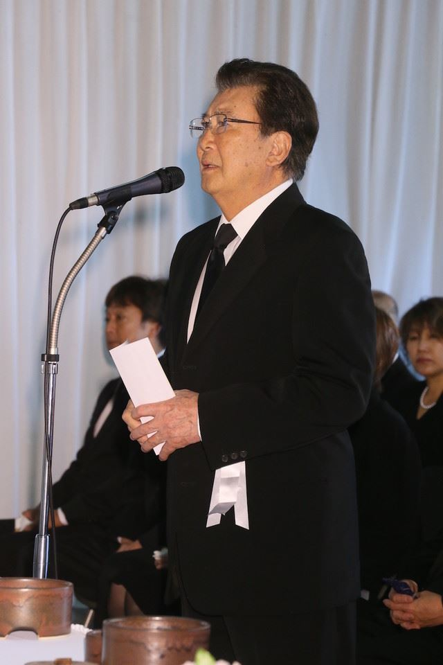 赤木春恵の告別式で里見浩太朗が弔辞、角野卓造は「本当の母親という気がします」